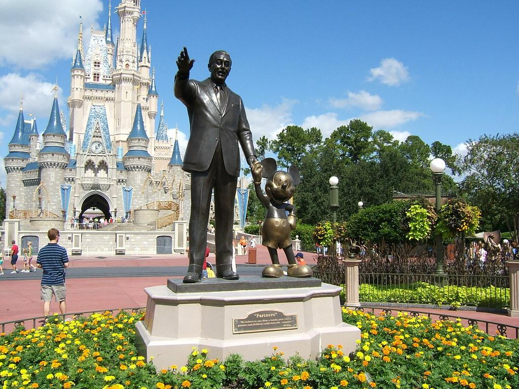 Walt And Mickey Magic Kingdom Statue Of Walt Disney