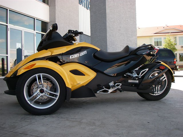 cam am spyder side view this guy was at turple bros in re flickr. Black Bedroom Furniture Sets. Home Design Ideas