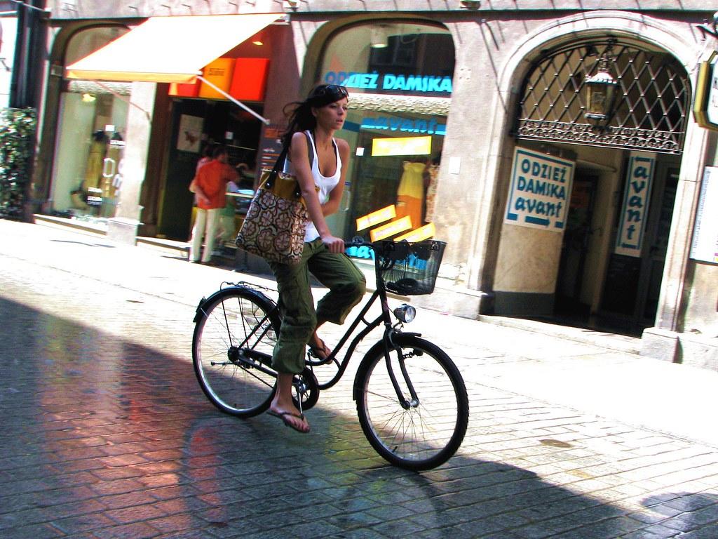 Faire du vélo à Cracovie est une manière très agréable de se déplacer - Photo de Leszek Kozlowski