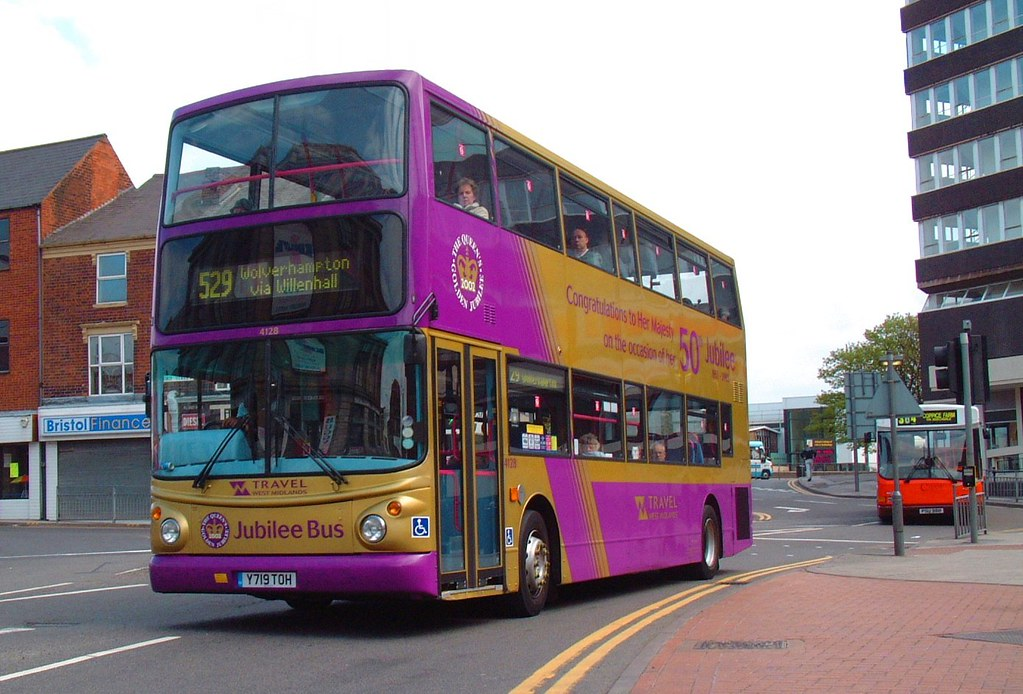 4128 Y719toh Walsall S Golden Jubilee Livery Bus 2003