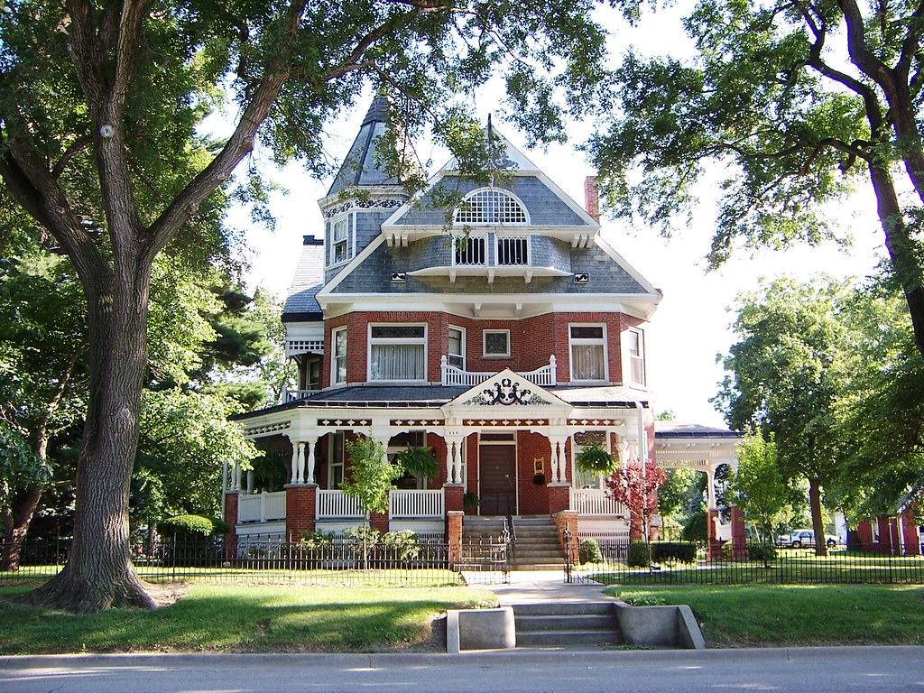 Paxton il brick victorian house what a great house for Brick victorian house