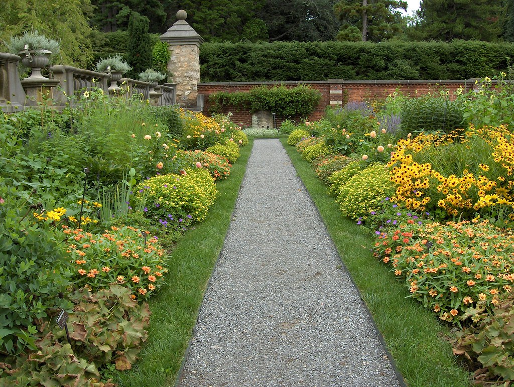 the walled garden facing east yellow border august 26. Black Bedroom Furniture Sets. Home Design Ideas