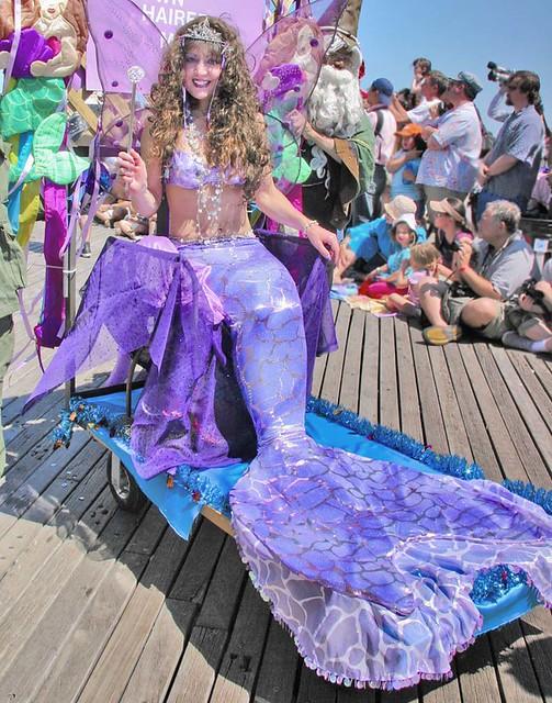 File:Coney Island Mermaid Parade 2008 021.jpg - Wikimedia Commons