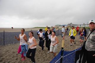 Olivia, Erica, Hien, Michelle, Keri, Sarah, Monroe, and Robyn running to the finish | by h@u