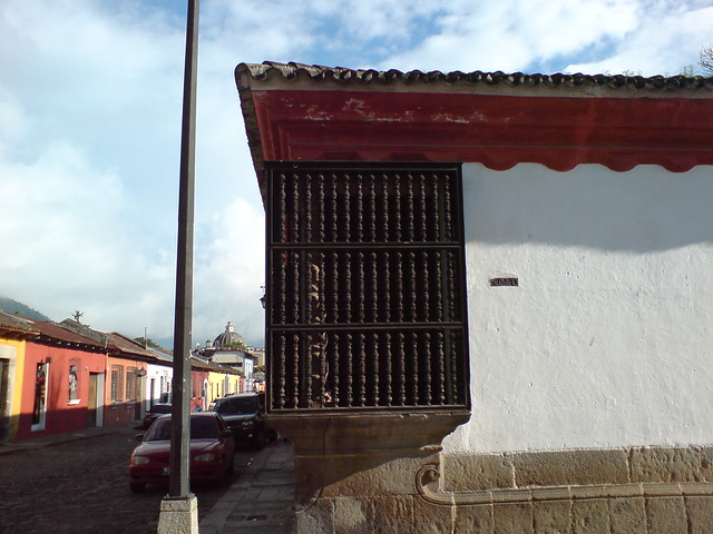 Balc n de madera de la casa popenoe antigua guatemala - Balcones de madera ...