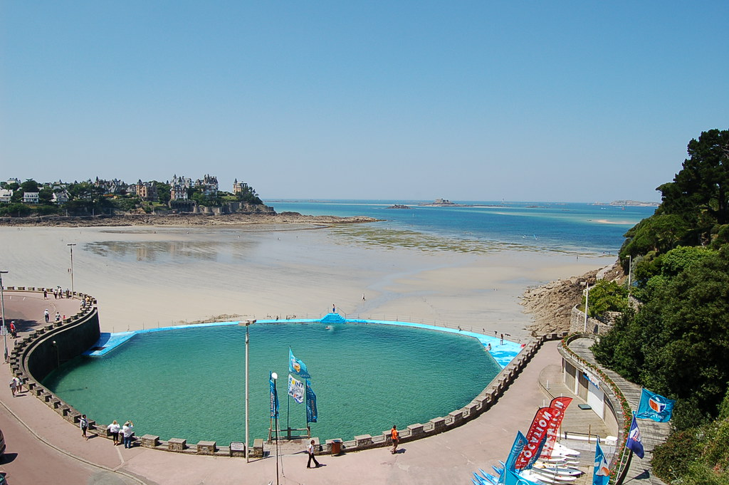 Piscine de dinard la piscine naturelle de dinard avec for Bretagne piscine