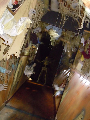 Scare factory haunted hallway flickr photo sharing for Haunted house hallway ideas