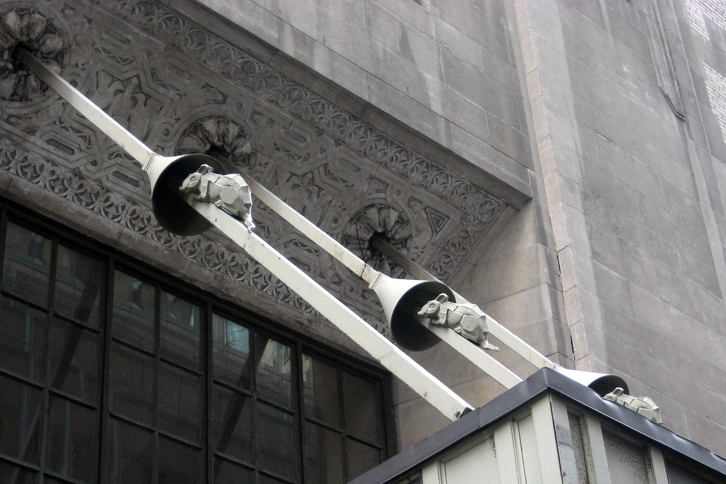 Nyc Graybar Building Rats On The Mooring Line Canopy
