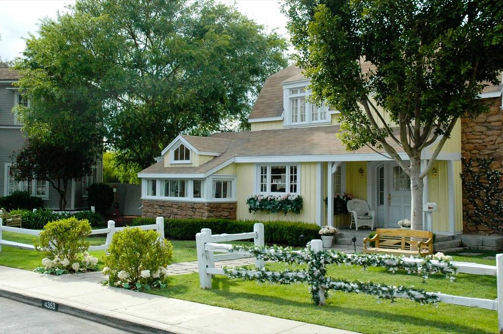 Wisteria Lane Houses 3/3 | Apparently, Wisteria Lane was ...