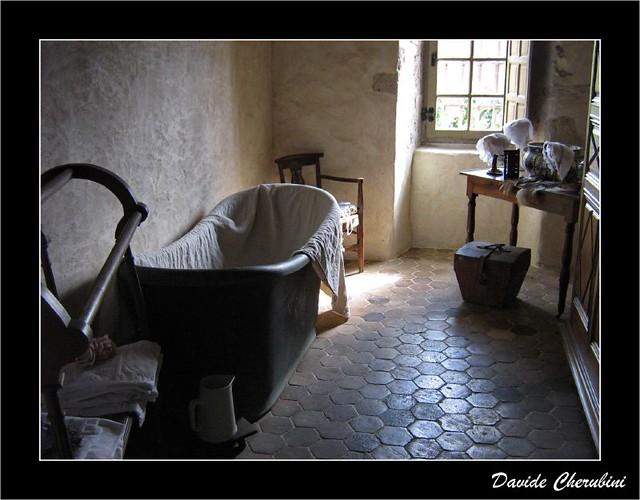 Antica stanza da bagno we are in france here talcy for Stanza da bagno