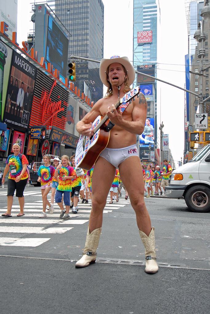 Cowboy nu à Times Square, à New York, l'un des-6311
