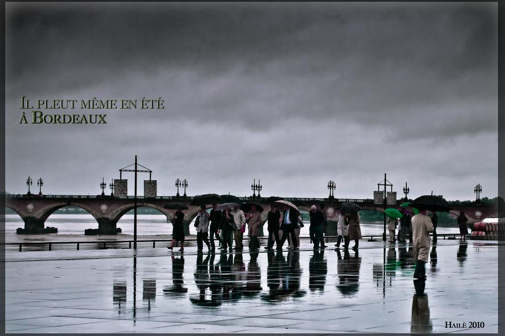 Bordeaux sous la pluie miroir d 39 eau hail f flickr for Miroir 3 pans