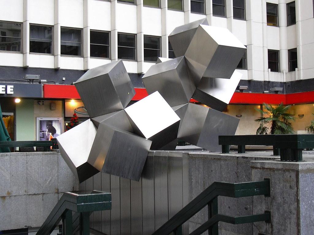 Cubos madrid 2 12 2005 escultura en la llamada plaza for Plaza los cubos madrid