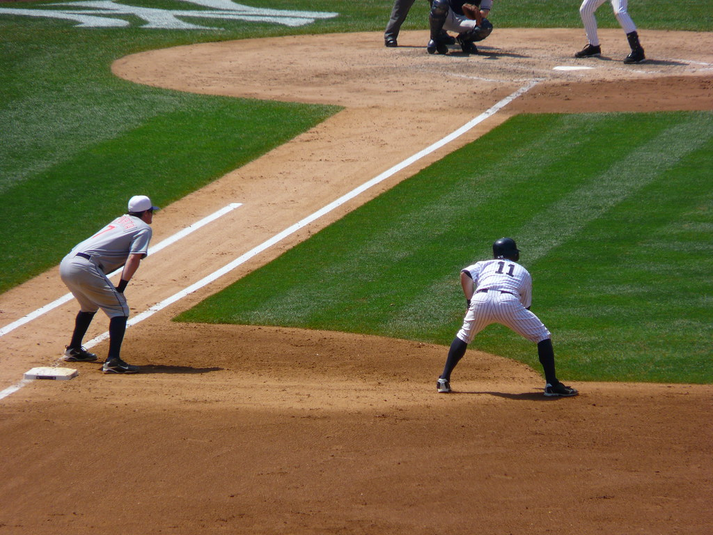 Brett gardner 39 s lead off first base may 31 2010 for Www gardner com