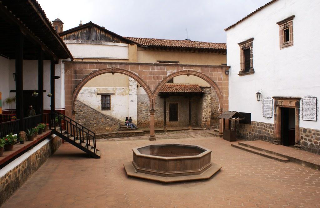 Actual casa de los once patios p tzcuaro michoac n for Como reformar una casa de pueblo