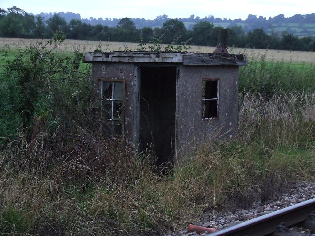 fog man's hut? | abandoned southern railway concrete hut ...