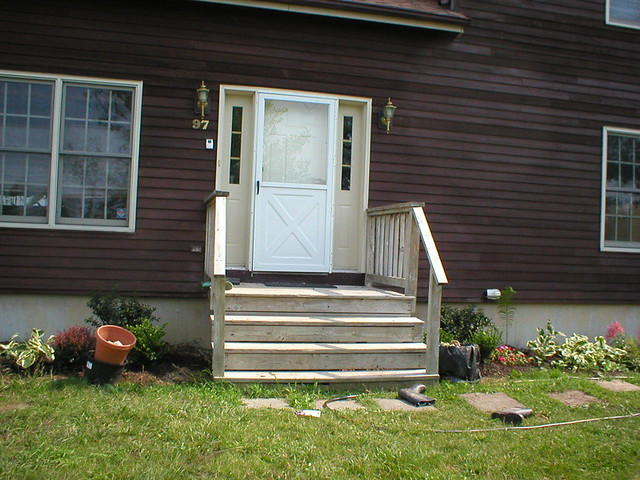Before front stoop and door i 39 m at a loss as to what to for Front door stoop ideas