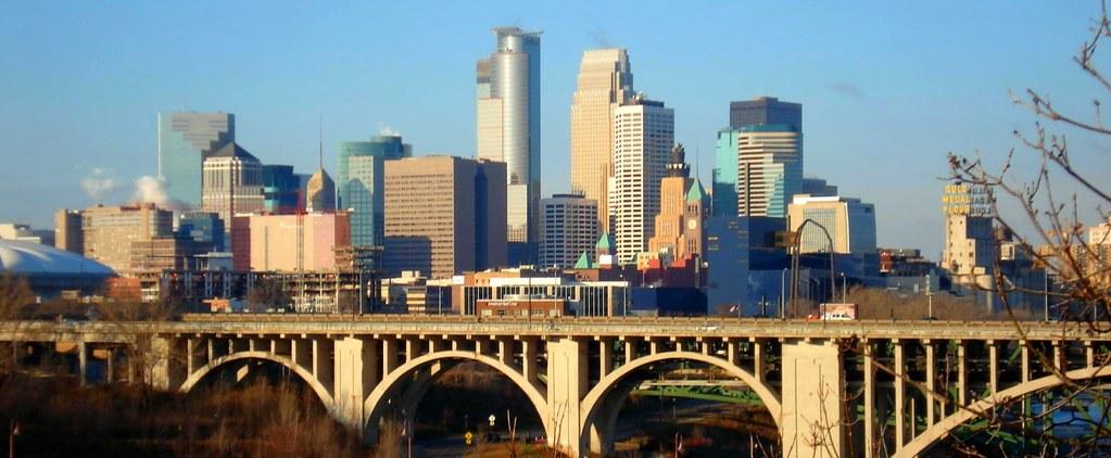 Minneapolis Skyline & 10th Ave. Bridge | Taken from UM ...