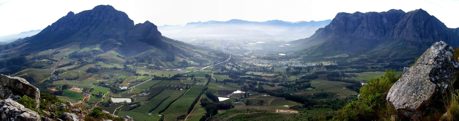 Simonsberg (left) and Groot-Drakenstein (right) with the promenent Dragoon Ridge