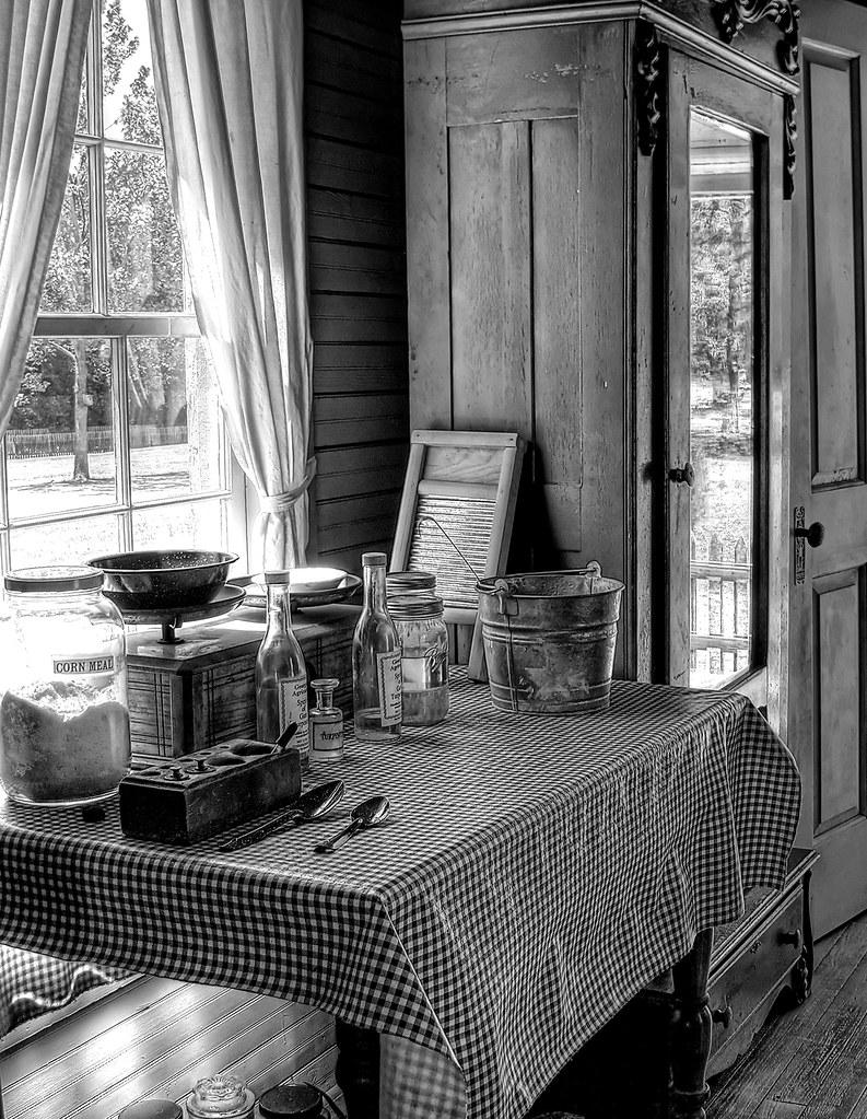 Farmhouse interior the georgia agrirama agricultural for Georgian farmhouse interiors
