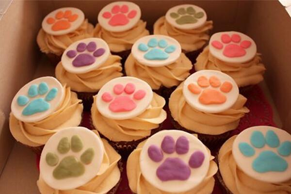 Dog Paw Cupcake Cake