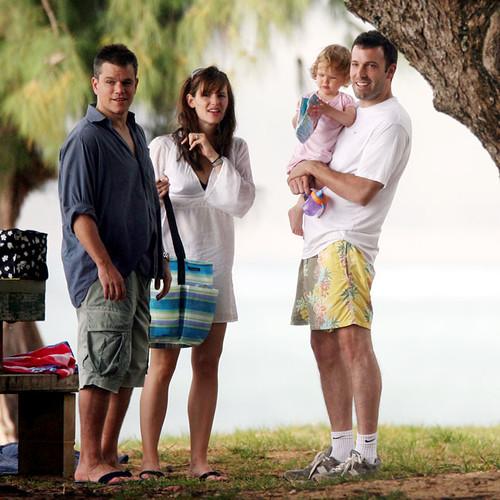 Ben Afflec and daughet Violet in Hawaii with Matt Damon an ... Matt Damon