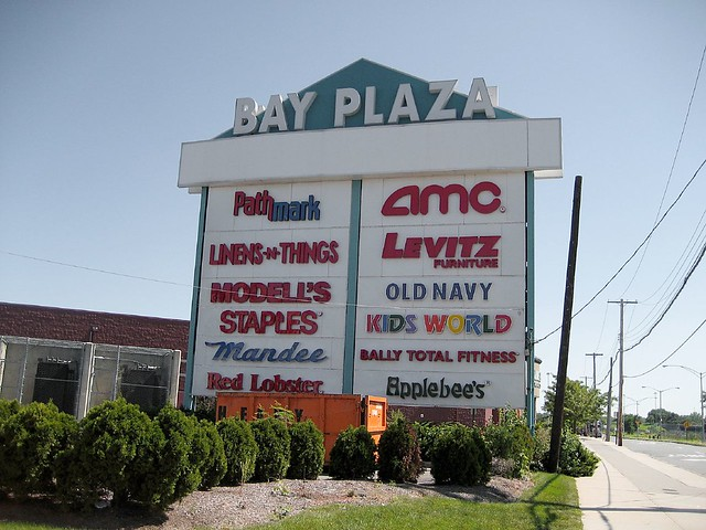 Bay Plaza Mall Pathmark Amc Levitz Furniture Modell 39 S Molly Flickr