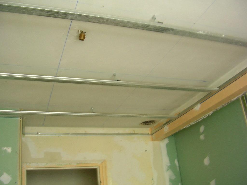 rail du faux plafond rail du faux plafond dans la salle de daviblan flickr. Black Bedroom Furniture Sets. Home Design Ideas