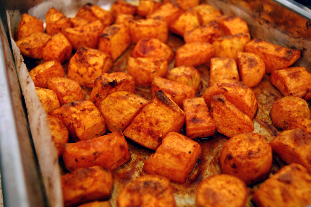 Roasted Sweet Potatoes | Roasted with smoked paprika (lots ...
