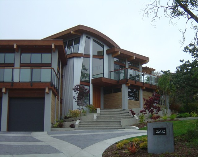 Modern northwest home this modern post and beam home was for Northwest contemporary homes