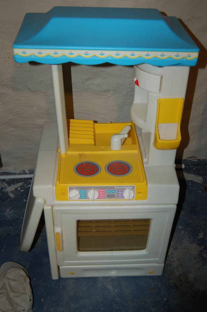 Little Tikes Party Kitchen 20 Lt Party Kitchen Is In