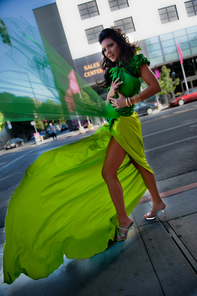 Brilliant WindBlowingupDressmakesAppleGreenBroderieAnglaiseDressand