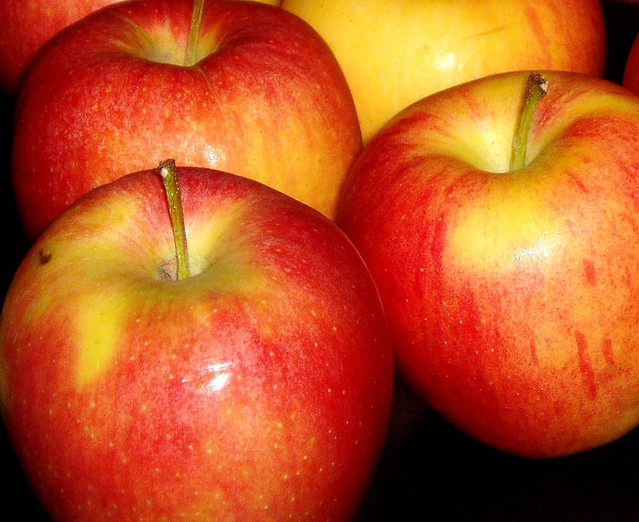 yellow-red apples color measurement in agriculture