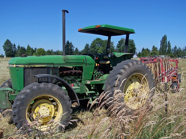 Old john deere tractor big tires funny fenders looks for Big tractor tires for free