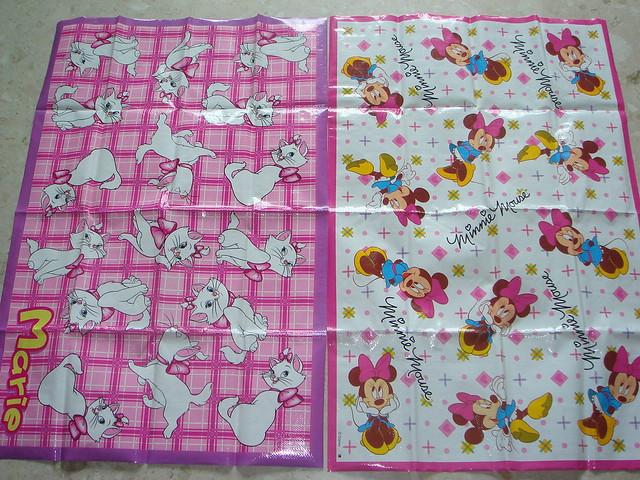 Picnic Mat-Disney Marie & Minnie   From Daiso Japan. Ber's ...