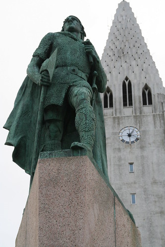 Statue of Leifr Eiricsson at Hallgrimskirkja Cathedral, Reykjavik, Iceland | by Stephen_AU