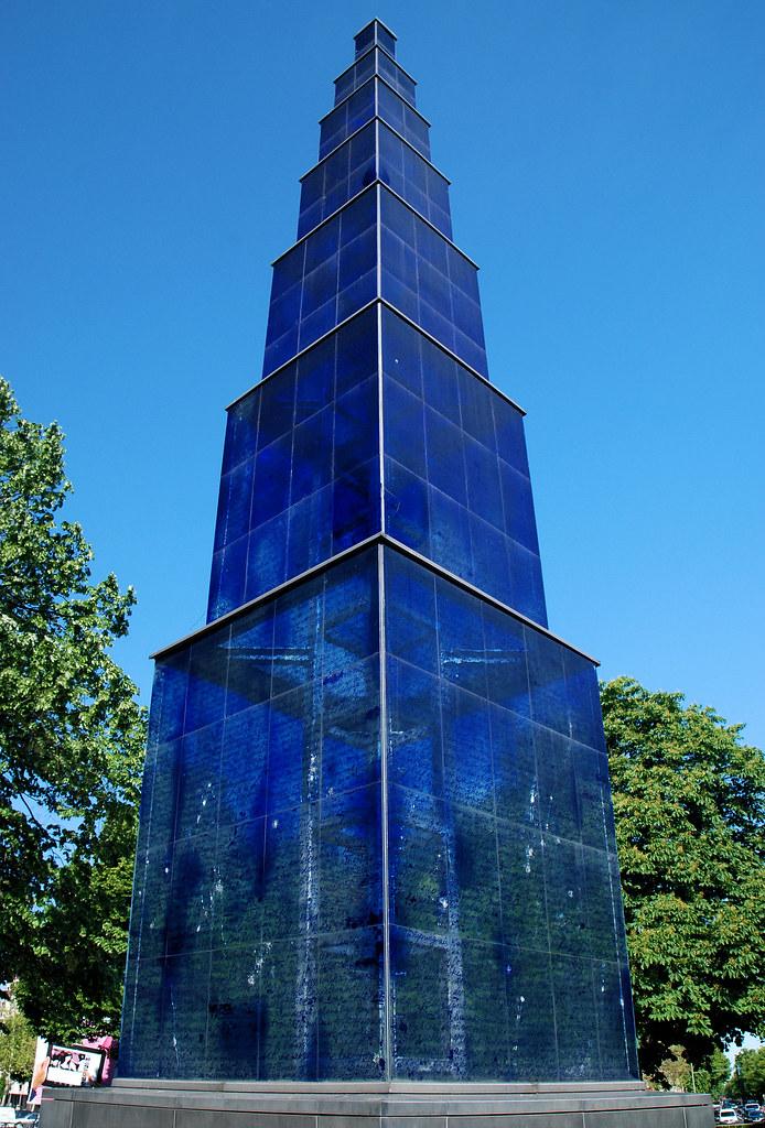 berlin theodor heuss platz blauer obelisk seit 1995 steht flickr. Black Bedroom Furniture Sets. Home Design Ideas