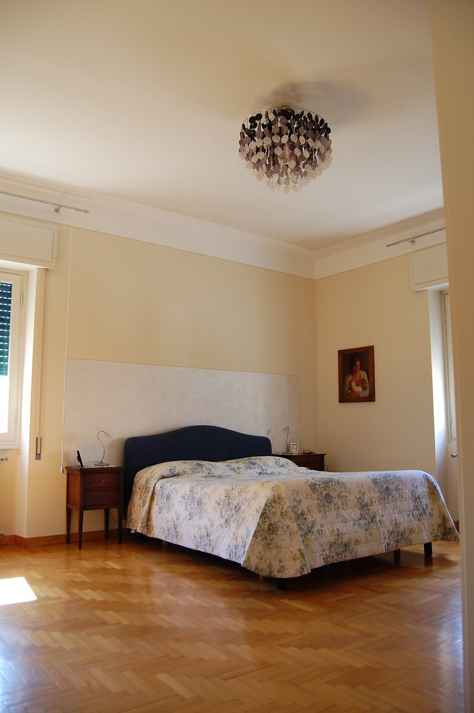 Bicolore con riquadro parete letto argento ultimi lavori for Pareti bicolore