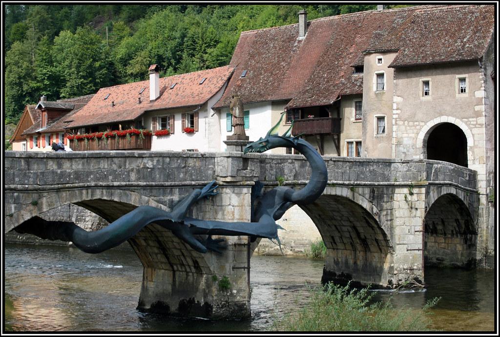 St Ursanne Sculpture De Dragon Accroch 233 Au Pont Dans Le