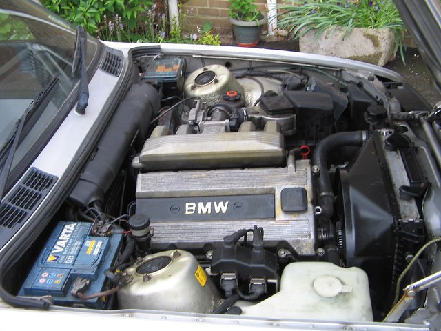 318is M42 Engine Underbonnet View Of A Standard Bmw E30