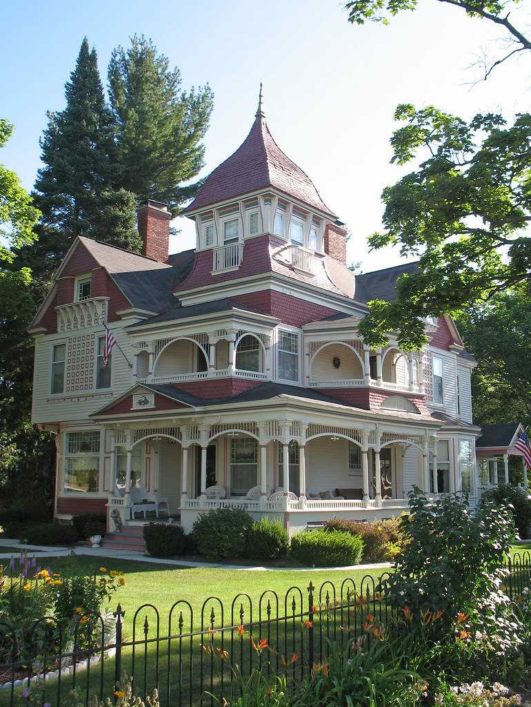 Victorian house bellaire michigan the 1895 richardi for Queen anne victorian house