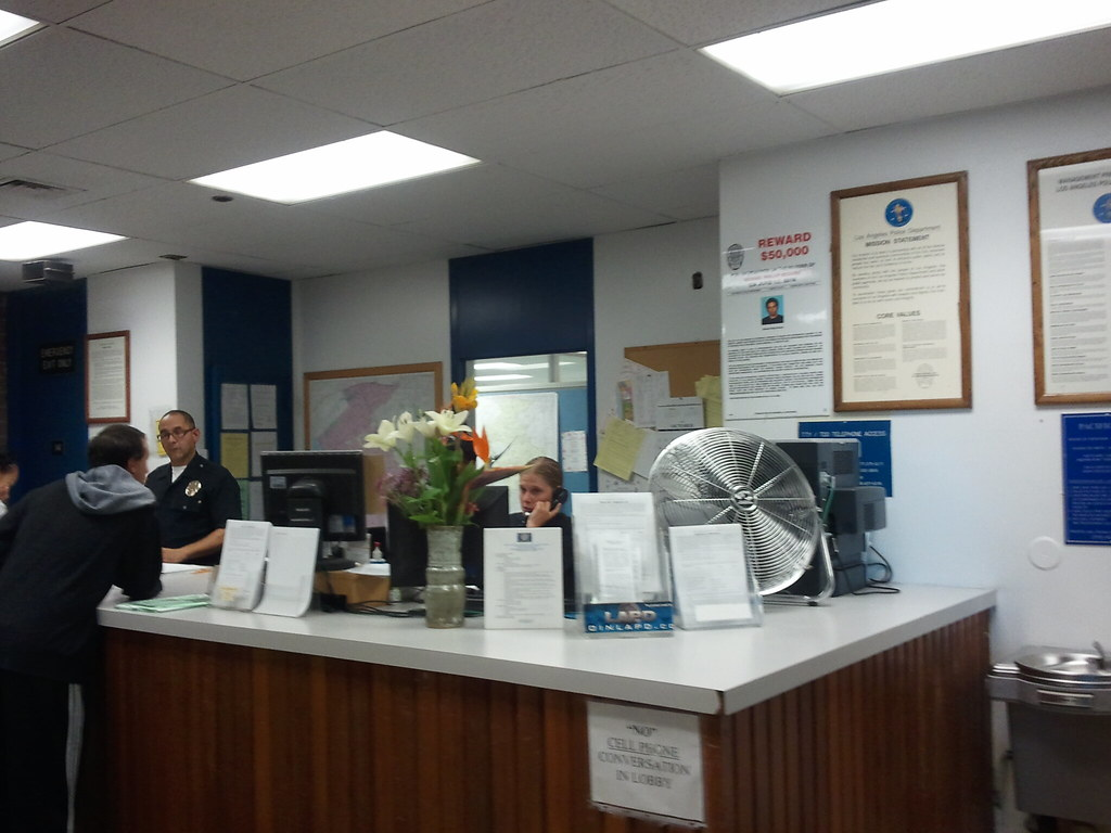 Lapd Pacific Community Station Lobby The Front Desk At