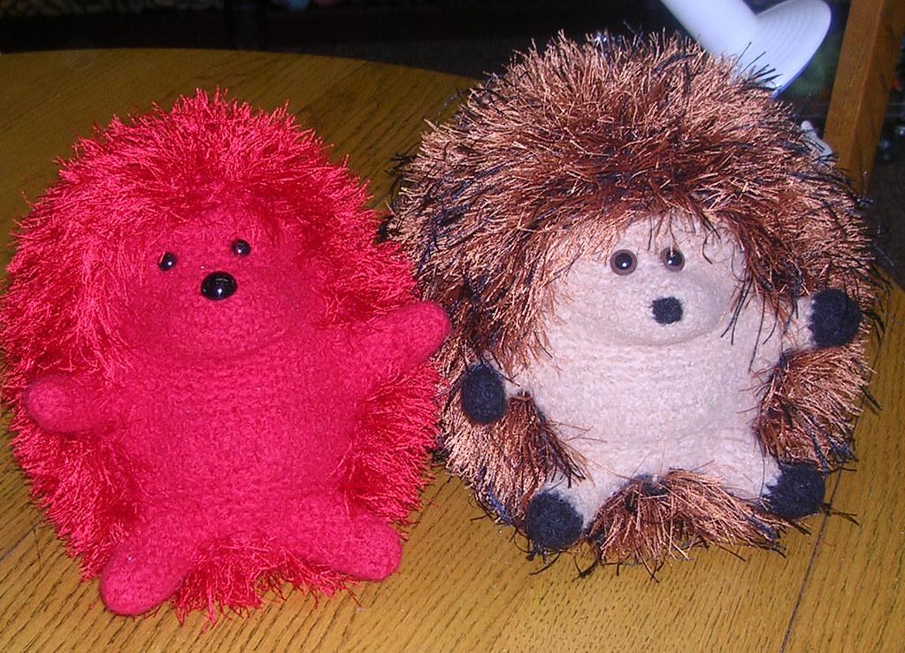 Huggable Hedgehog Knitting Pattern : Fibertrends Huggable Hedgehogs The red hedge was knit on ...