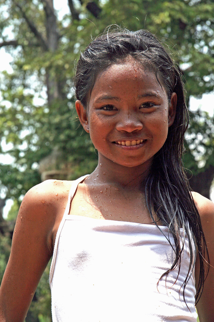 Cambodia Girl In Park Close Up 2 | CONFUSER | Flickr