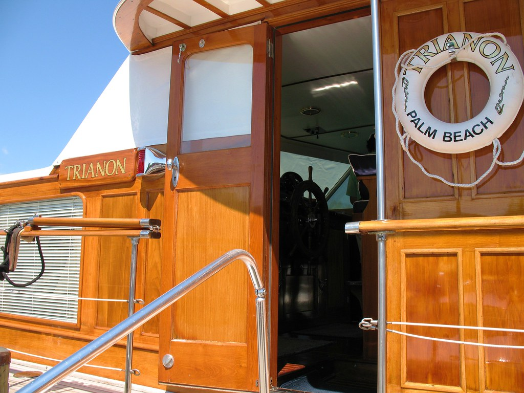 Trianon Yacht: Pilot House | Pilot house of the Trumpy ...