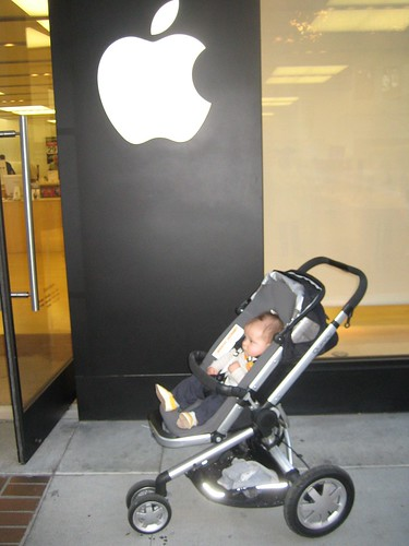 7 Months Old Baby First in Line for iPhone at Apple Store in Palo Alto | by Zatoichi