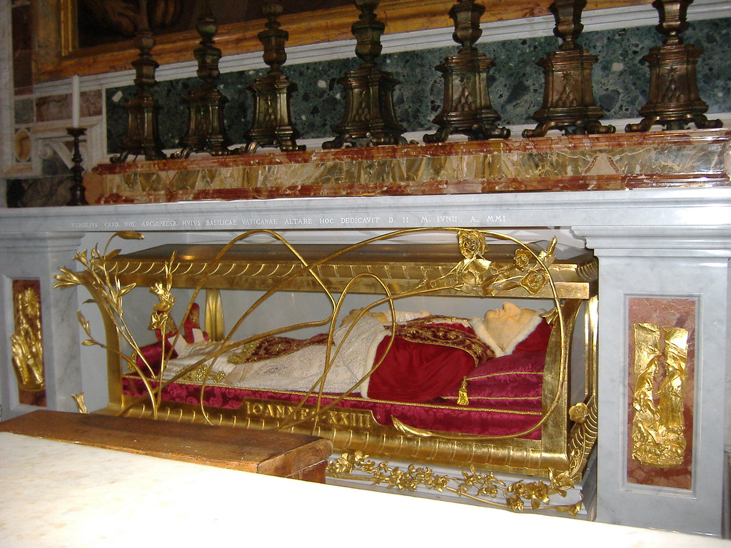 Body of Pope John XXIII | The body of Pope John XXIII (d ...