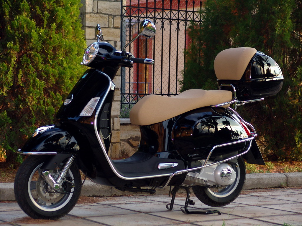vespa gts 250 vespa gts 250 constadinos vito flickr. Black Bedroom Furniture Sets. Home Design Ideas