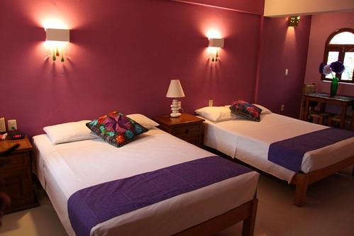 Amor amor amor habitacion superior 2 camas hotel catedral - Habitacion juvenil 2 camas ...