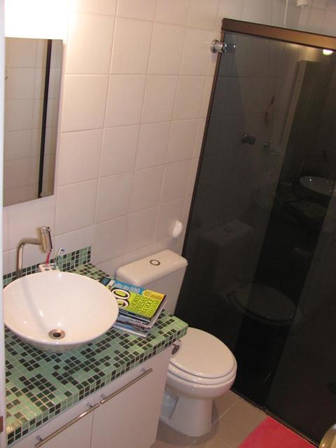 banheiro com base cuba pastilhas e vaso com caixa acoplada  Flickr  Photo S # Cuba E Vaso Para Banheiro